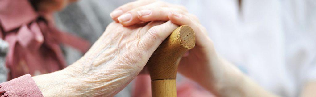 Cuidadores de idosos. Eles também precisam de apoio psicológico.
